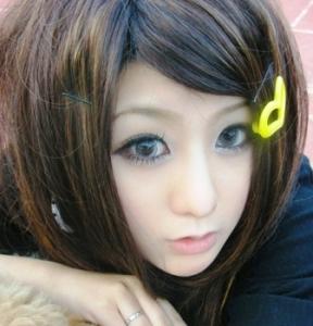 Ulzzang, amb lents de contacte circulars