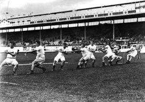 Competició d'equips tirant de la corda
